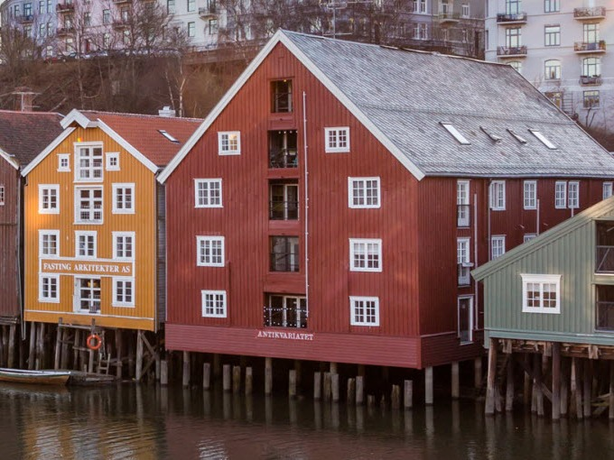 Morning-at-Bakklandet-Trondheim-Norway-1920.jpg