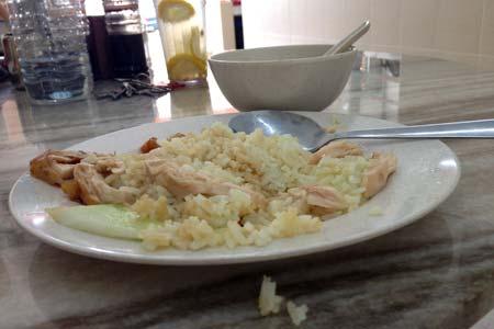 Um belo e simples arroz com galinha num restaurante chinês de Kuala Lumpur