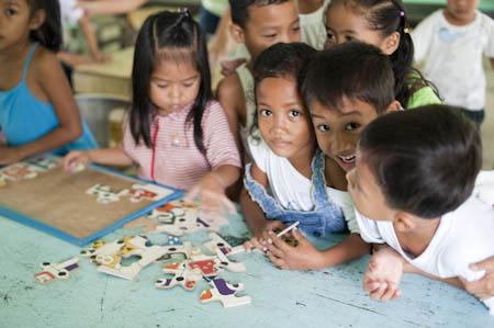 Miúdos da idade da Pikitim no jardim-escola, El Nido
