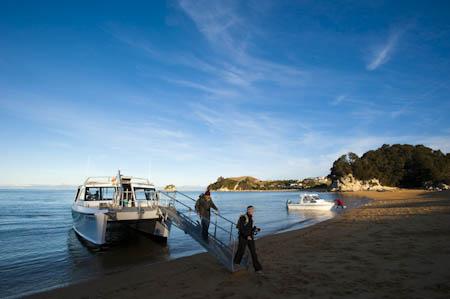 Desembarque do water-taxi em Kaiteriteri