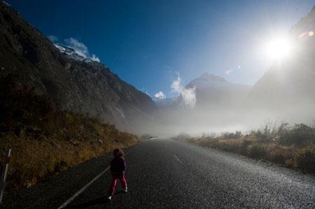 A caminho de Milford Sound, na fiordland neozelandesa, por uma das estradas mais magníficas do país