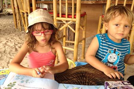 Jogar Geofamily, desenhar e pintar foram as atividades de eleição no primeiro mês de viagem.