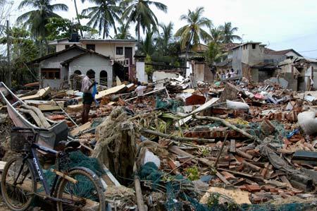 Cenário que encontrámos em Galle, sul do Sri Lanka, seis dias depois do tsunami de dezembro de 2004