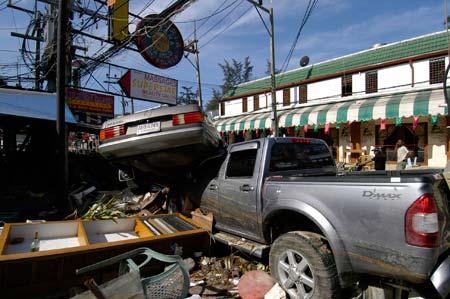 Era de imagens como esta (e outras muito piores que, até hoje, nunca mostramos a ninguém) que era preciso proteger a Pikitim. Khao Lak, Tailândia, dezembro de 2004.